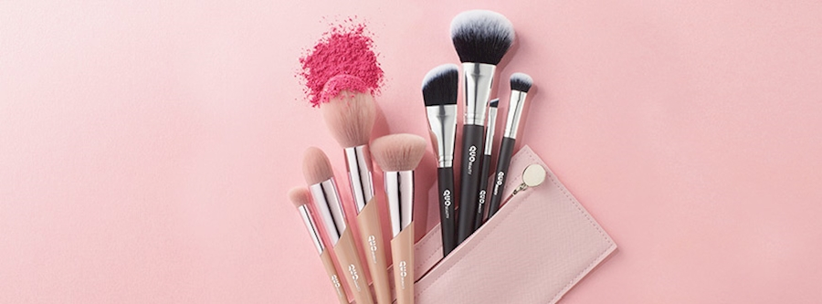 Makeup brush set fanned out